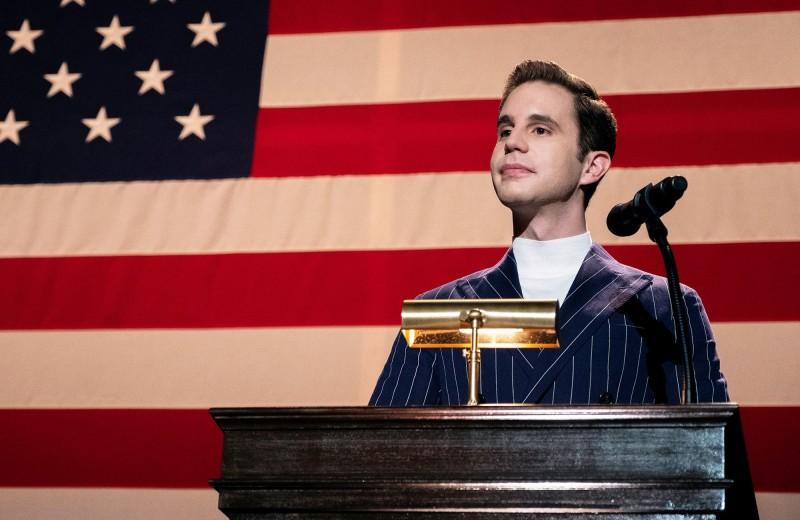 Как повторить образы главного героя сериала «Политик»