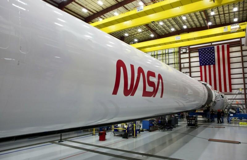 «Червь вернулся»: зачем NASA возродило культовый логотип 80-х и какая история за ним стоит