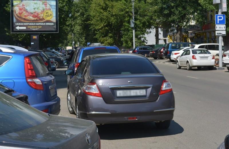 «Поставь свое ведро нормально». 5 историй о парковке вторым рядом