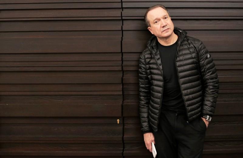 «Театр — место свободы»: новый худрук «Современника» Виктор Рыжаков — о наследии Галины Волчек, миссии театра и отношениях с властью