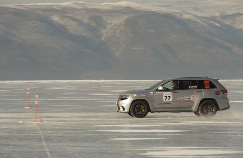Самый быстрый внедорожник в мире: на льду Байкала установили рекорд