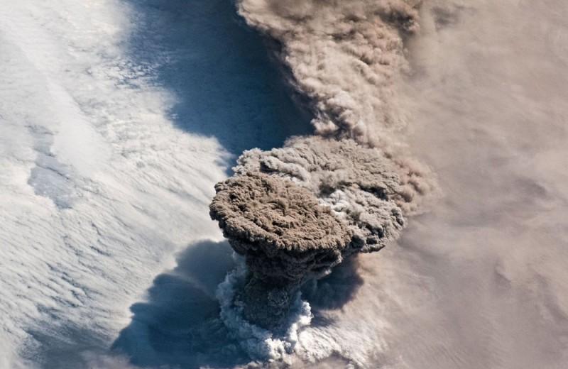 Извержение Райкоке: вид из космоса