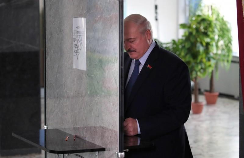 «Будет президент утка-инвалид»: сможет ли Лукашенко сохранить теперь власть