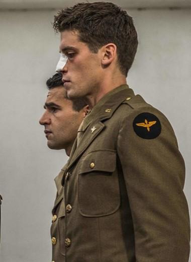 «Уловка-22» — антивоенный сериал Джорджа Клуни, который притворяется абсурдистской комедией