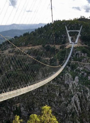 В Португалии открыт самый длинный подвесной мост. И он потрясающий