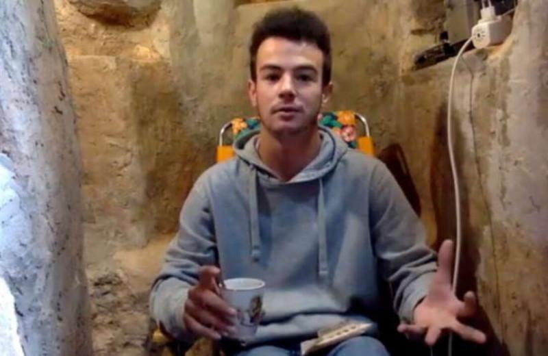 Испанский подросток после ссоры с родителями начал рыть яму и за шесть лет превратил её в двухкомнатное подземное логово