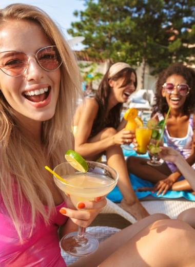 6 простых коктейлей, которые нужно приготовить этим летом (недорого и вкусно)