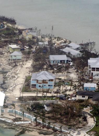 «Дориан» унес жизни уже 20 человек и движется на Флориду
