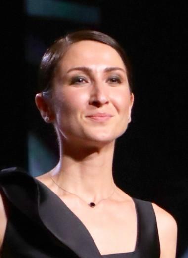 «Нет прецедентов, чтобы женщина-режиссер сняла блокбастер в России»: Нигина Сайфуллаева о «Верности», ревности и феминизме