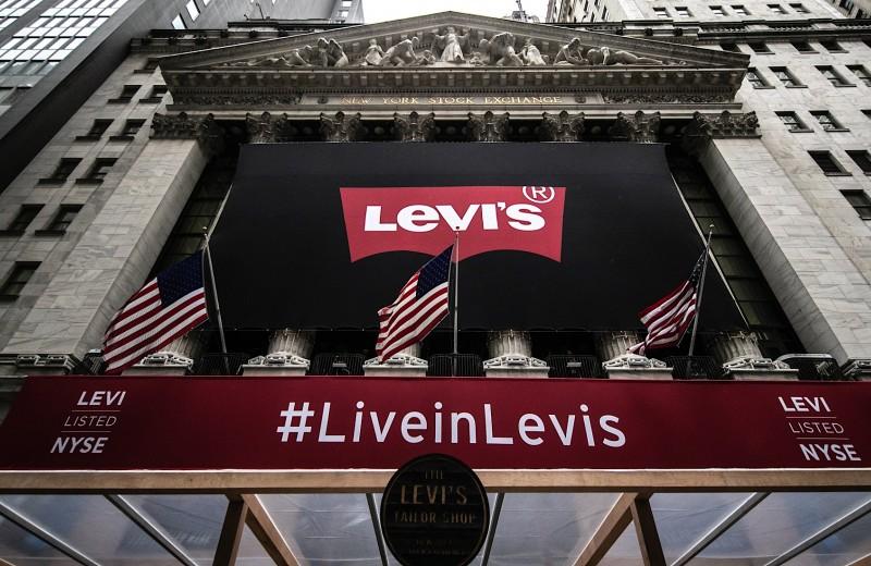 Как Levi Strauss с триумфом вернулся на биржу