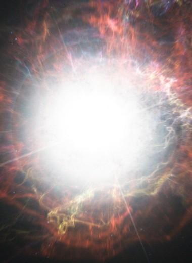 Ярчайшая сверхновая в истории затмила собственную галактику