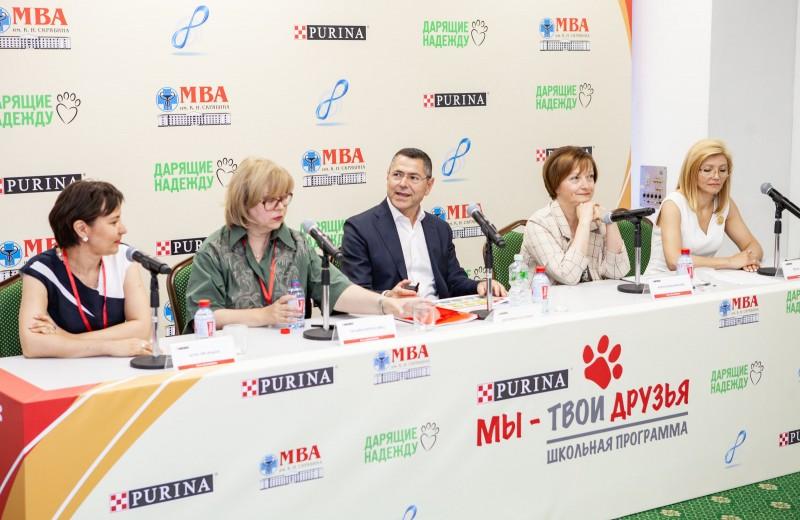 98% россиян считают необходимым учить детей ответственному отношению к животным