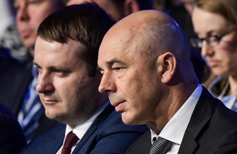 Орешкин против Силуанова: почему зарплаты россиян растут, а доходы падают