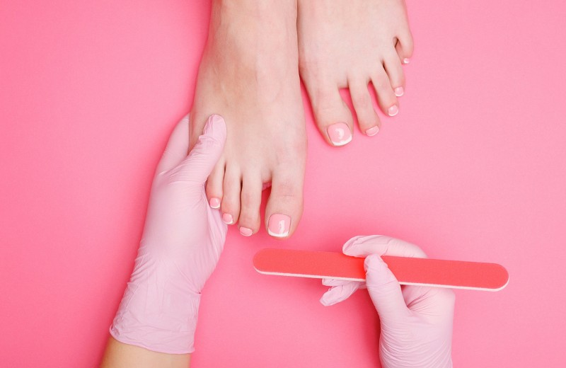 Спасай ногти! 9 признаков того, что твой мастер делает педикюр неправильно