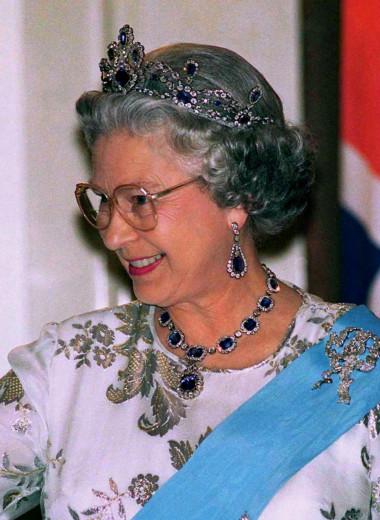 Елизавете II — 95 лет. 12 самых интересных нарядов королевы