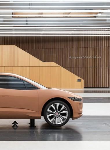 Крикетный мяч и самолет Spitfire: как создают автомобили Jaguar