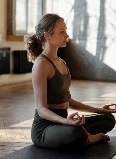 Как связаны йога и смех