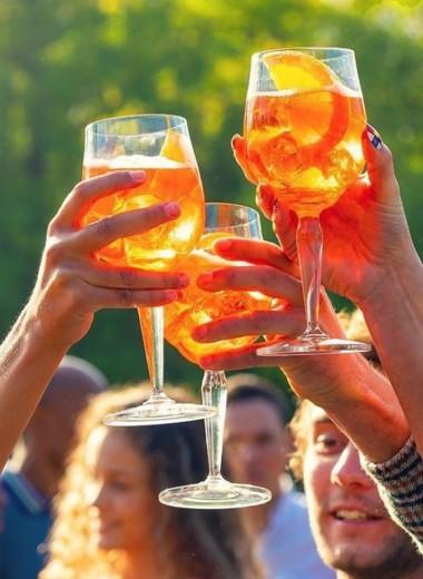 Как делать Апероль Шприц: все о самом популярном напитке последних лет