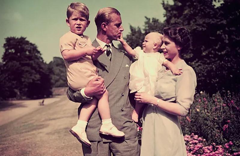 От любви до ненависти: как сложились отношения принца Чарльза с принцессой Анной