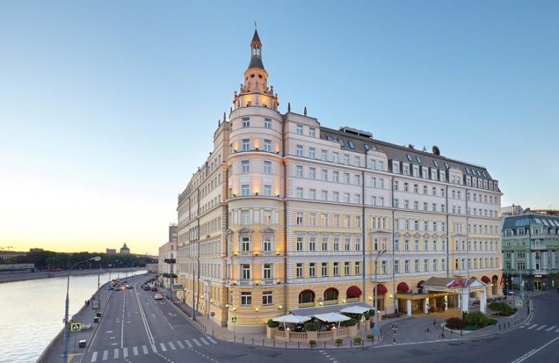 В отеле «Балчуг Кемпински Москва» состоится шестая благотворительная барахолка