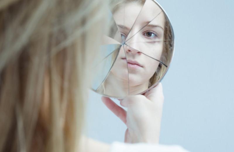 «Биполярочка» и «депра»: как появилась мода на психические расстройства