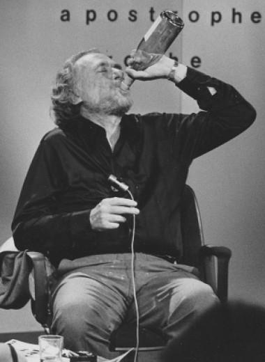 Мы погадали на книге Чарльза Буковски и узнали, почему люди пьют, сколько живет любовь и многое другое