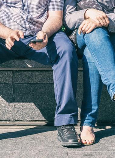 На Reddit попробовали научно доказать право мужчин сидеть с расставленными ногами