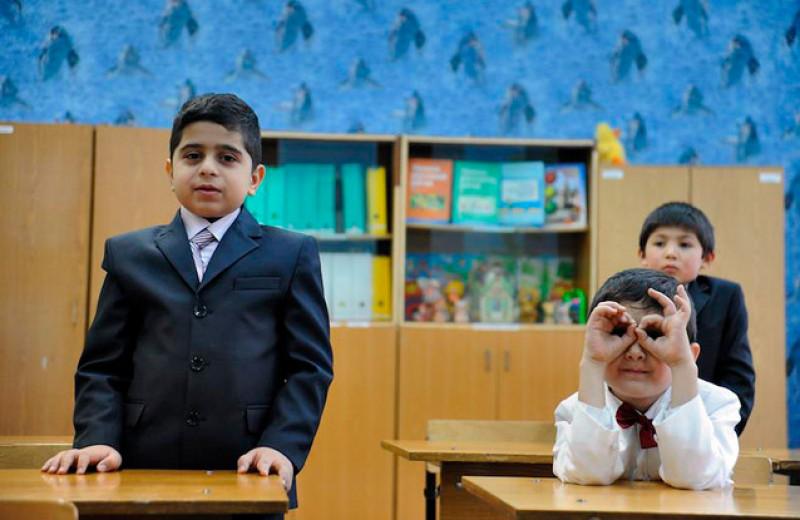 Путин хочет сократить количество детей мигрантов в школах, чтобы они «не создавали проблем». Что об этом думают учителя и родители?