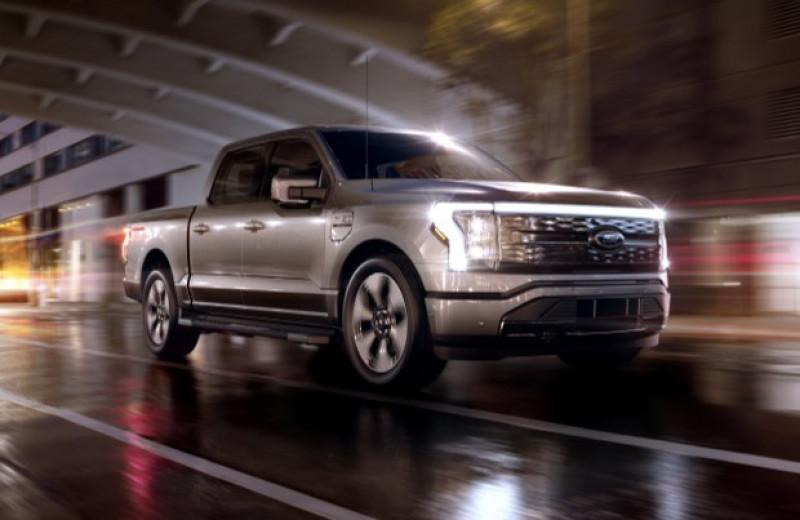 Ford представил электрический пикап с «безручным» автопилотом