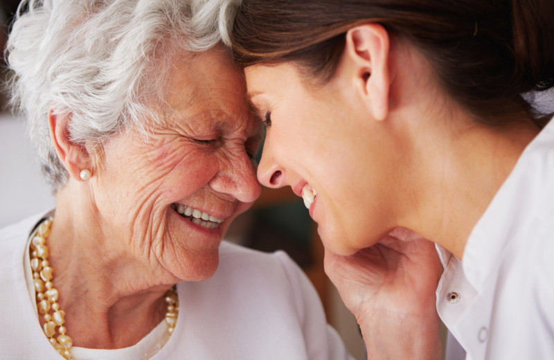 Уход за пожилыми людьми: 5 лайфхаков, которые упростят жизнь