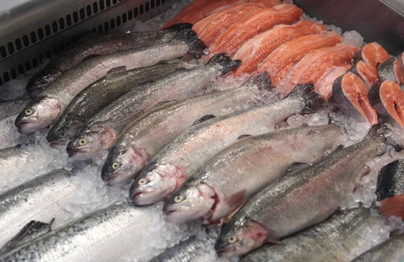 Красная и белая: сколько люди готовы заплатить за рыбу