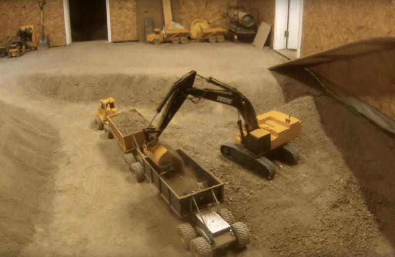 Выкопать подвал игрушечной техникой: необычное хобби