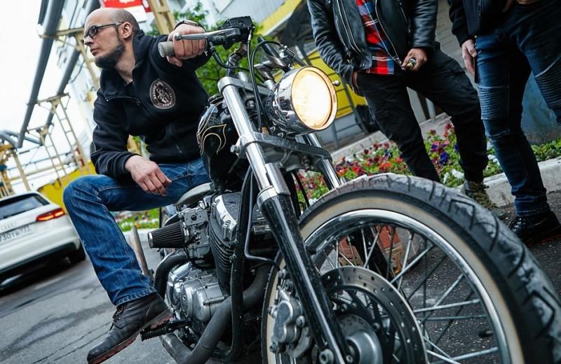 Сезон цветов: по каким правилам живут локальные российские мотоклубы