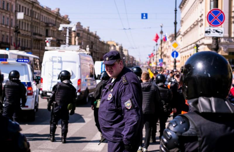 В Госдуму внесли законопроект о новых полномочиях полицейских: им разрешат вскрывать автомобили и проникать в жильё