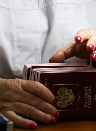 Санкции и до 100 млрд рублей: чем может обернуться выдача российских паспортов в ДНР и ЛНР