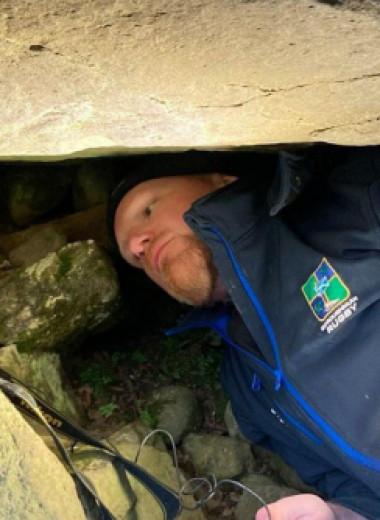 Археолог-любитель обнаружил резных оленей в шотландской гробнице