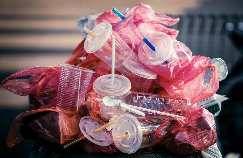Зеленое поколение: как миллениалы вынуждают корпорации бороться с мусором
