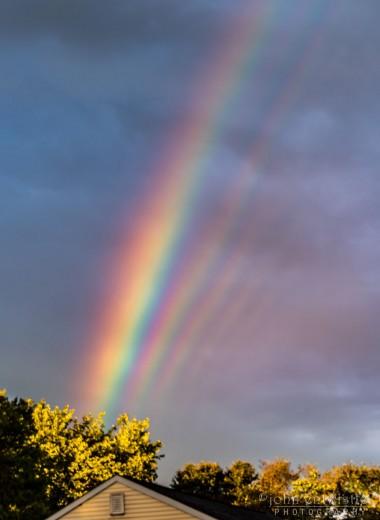 Сразу пять радуг на небе: редкий кадр