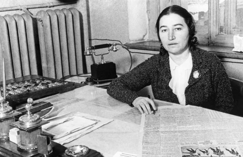 Перл Соломоновна: как жена Молотова подарила женщинам СССР духи и пудру