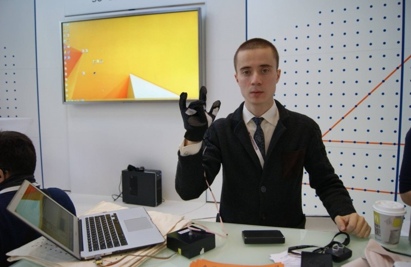 Предприниматель из Петербурга продал бизнес и потратил деньги на разработку клавиатуры и планшета для слепоглухих людей