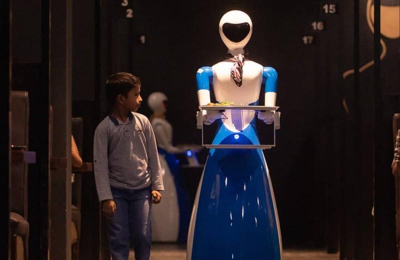 Роботы захватывают рестораны и отнимают работу у персонала: видео