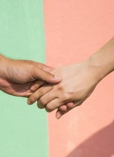 «Возьмемся за руки, друзья»: почему это облегчает боль