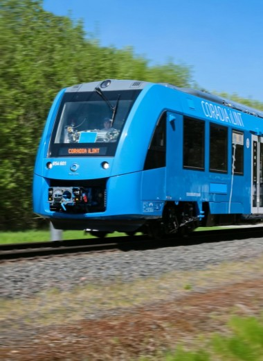 Запущен первый в мире водородный поезд: видео