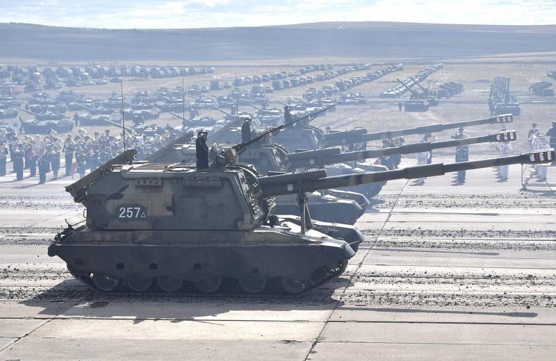 Россия сокращает расходы на оборону. Что это значит для экономики