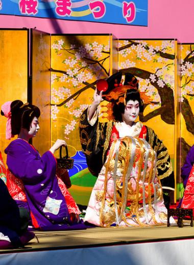 Традиционные роли: как женщины основали театр кабуки, а теперь отвоевывают право играть в нем