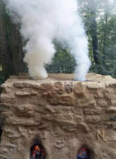 Сырая древесина и ослиный навоз помогли археологам выплавить медь по древнеегипетской технологии