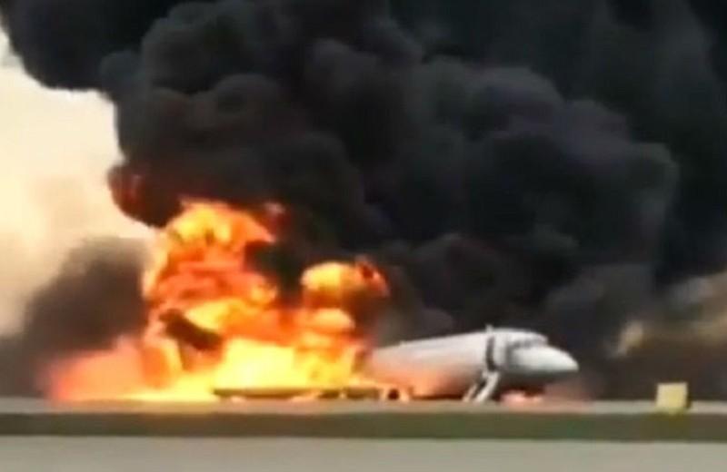 Авиакатастрофа в Шереметьево: погибли 40 пассажиров и бортпроводник