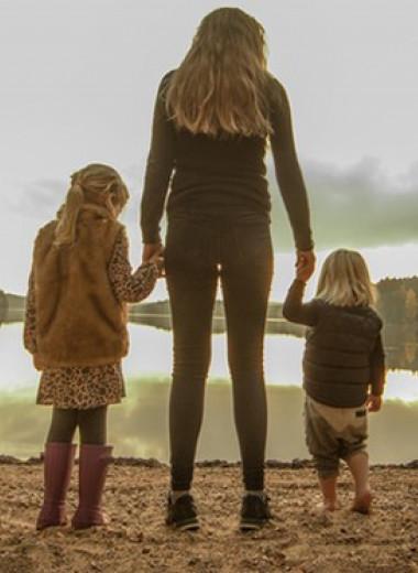 Почему мать относится к детям по-разному?