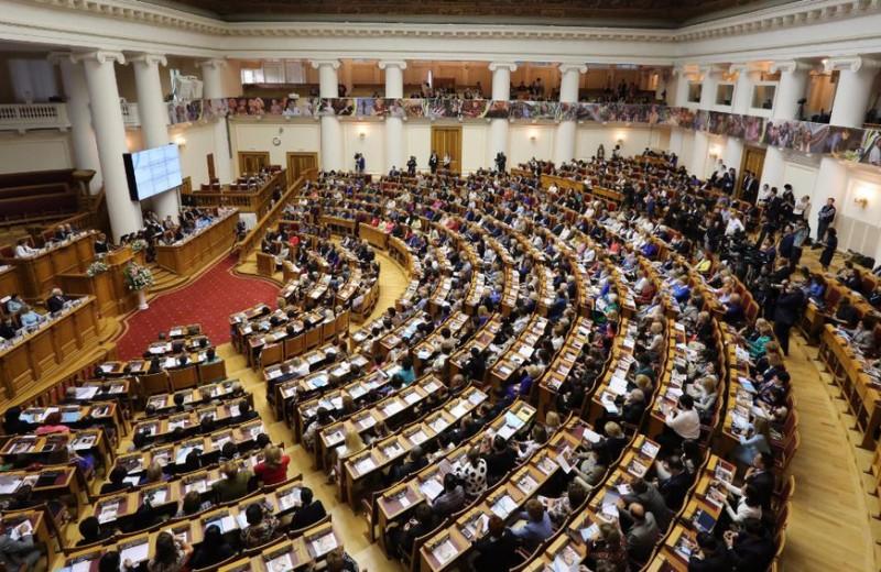 Одна за всех и все за одну: какие организации помогают предпринимательницам в России