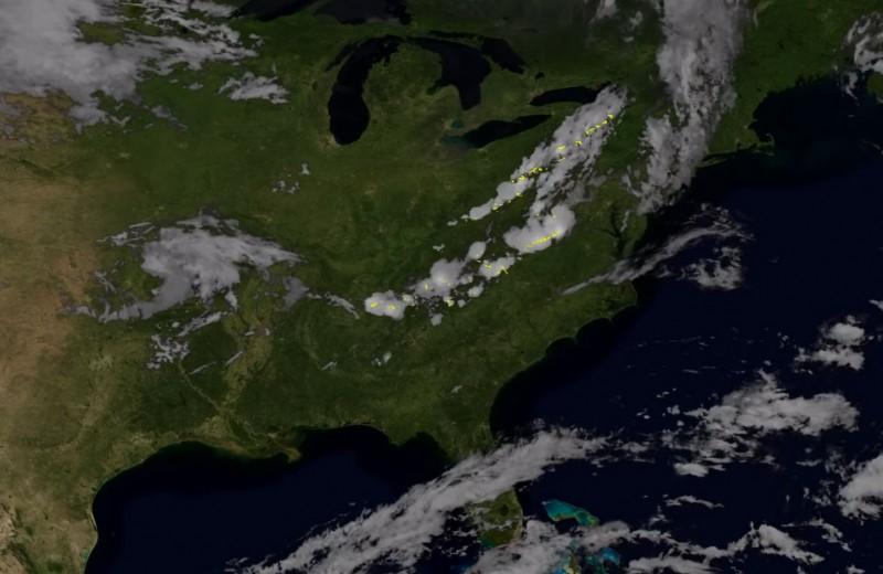 Как молнии выглядят из космоса: видео